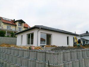 Bungalow-131_Einfamilienhaus_Fassade_Roehrnbach